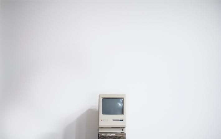Computadora antigua, como los sistemas informáticos anticuados que sufrieron el ataque de ransomware WannaCry