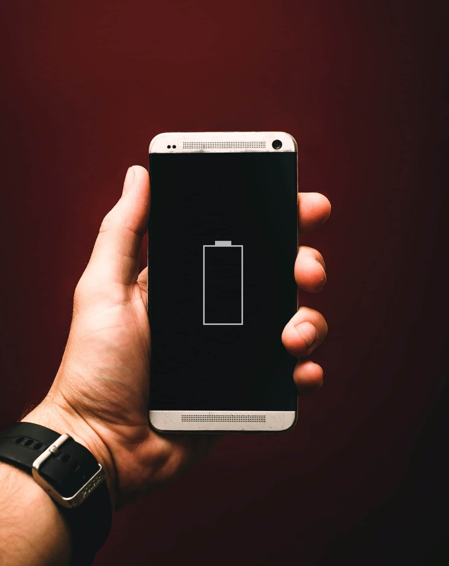 content/es-mx/images/repository/isc/2020/9910/prolong-your-smartphone-battery-lifespan-1.jpg