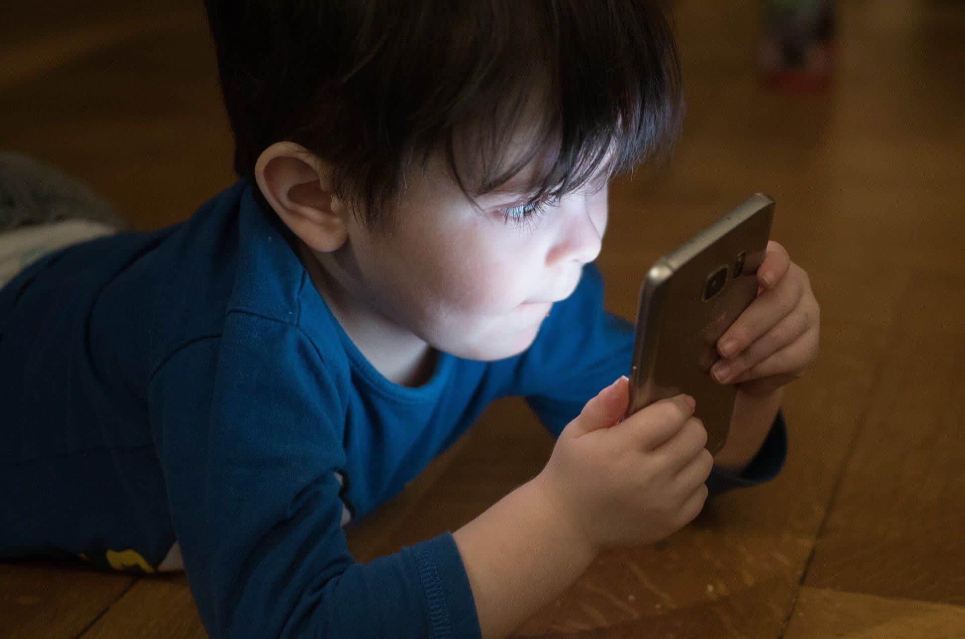 cómo proteger las fotos de tu bebé en línea